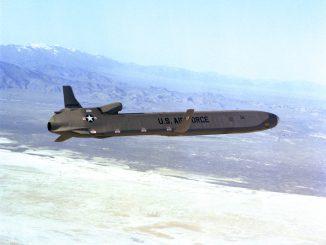 El futuro LRSO sustituirá al misil AGM-86 actualmente en servicio. Foto - USAF