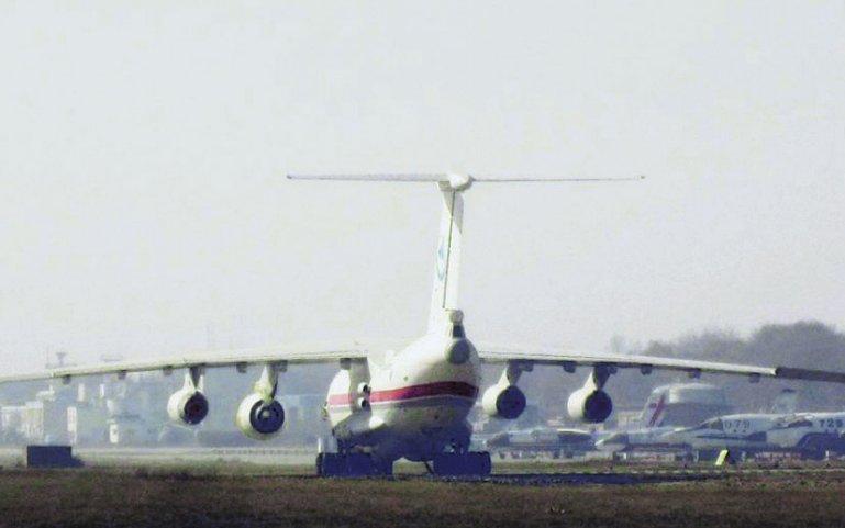 A pesar de su baja calidad, podemos observar al Ilyushin Il-76LL del CFTE probando uno de los prototipos del motor WS-20. Esta foto comenzó a circular por los foros chinos en agosto 2014.