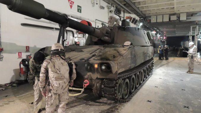 La Operación Anfibia obliga a forzar al máximo las capacidades logísticas dado el número de equipos y hombres implicados y sus servidumbres. Foto - Armada Española