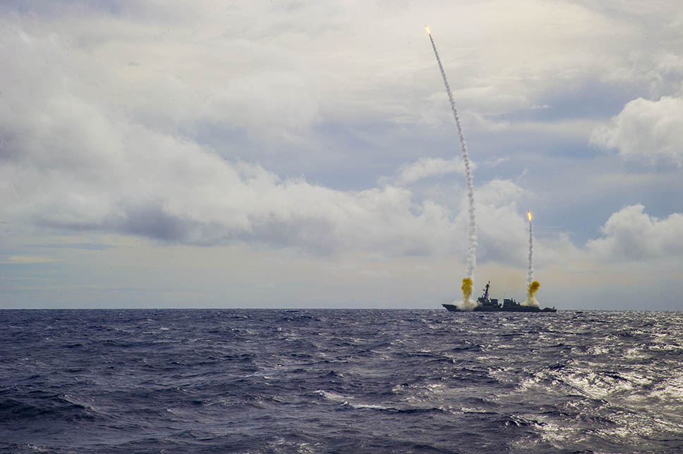 Lanzamiento de misiles por parte un destructor de la US Navy