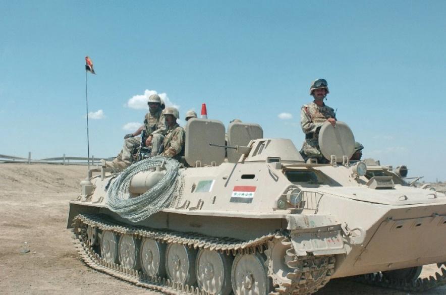 Vehículo acorazado ruso MTLB de la infantería mecanizada irakí en 1991