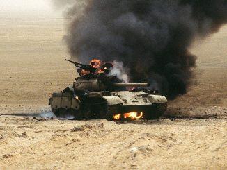 """Carro de combate iraquí destruido durante la operación """"Tormenta del Desierto"""""""