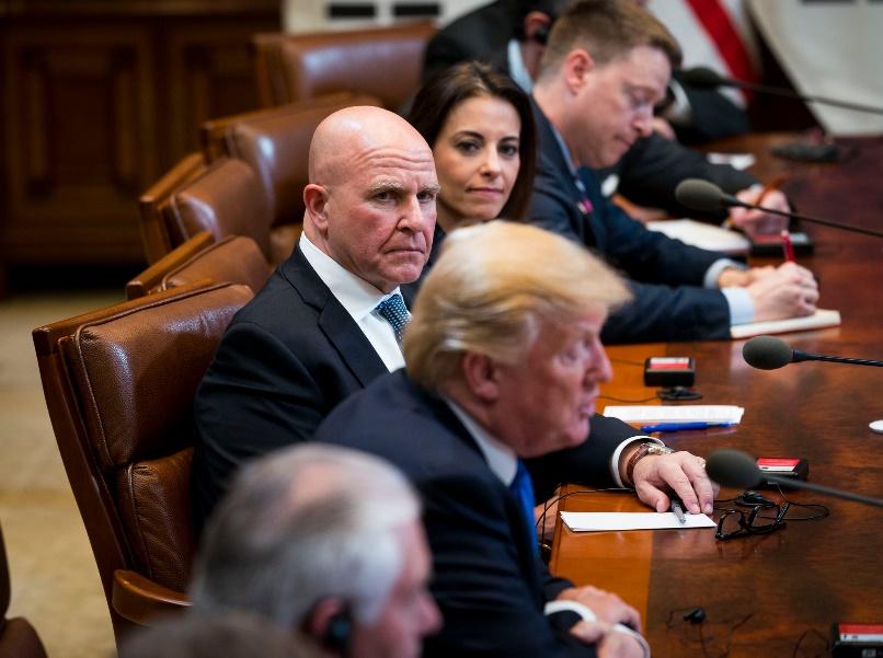 McMaster durante el curso de una reunión en la Casa Blanca