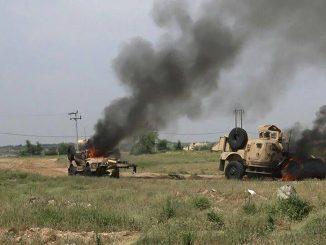 Emboscada en Yemen. Dos MRAP M-ATV han sido dañados, abandonados por su tripulación y posteriormente incendiados por los hutíes