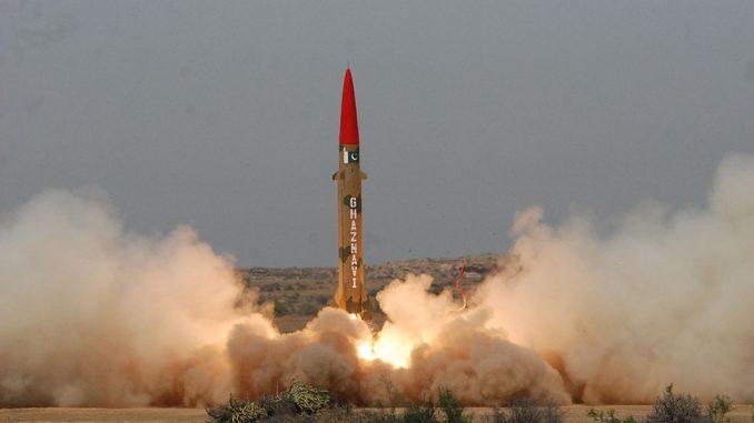 MIsil superficie-superficie Ghanzavi, supuestamente en servicio con el ejército pakistáni