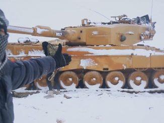 Pese a la imagen que tenemos de Siria, los inviernos allí son duros, la nieve es usual y esto, junto con otros factores, ha llevado al límite a unas fuerzas acorazadas turcas en horas bajas, debido a los problemas internos del país