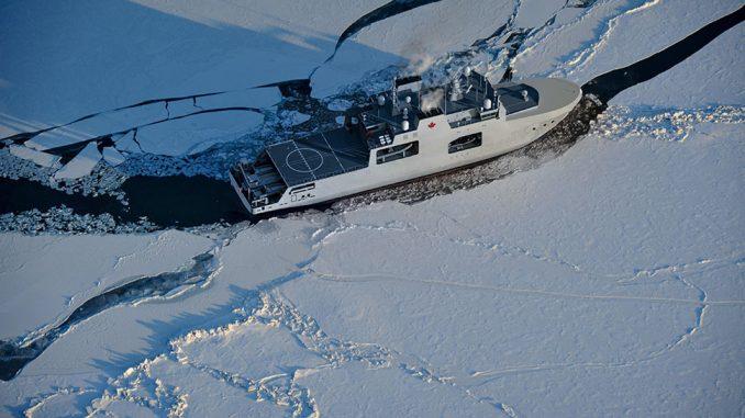 Guardacostas canadiense en el Estrecho de Bering