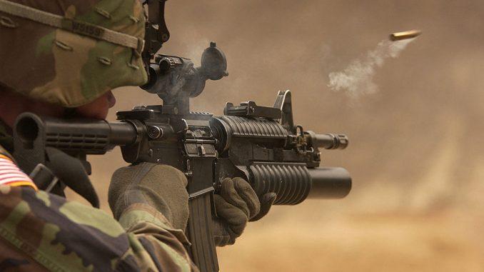 Carabina M4A1 tras efectuar un disparo