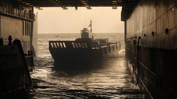 Embarcación LCM 1-E en el dique del Galicia