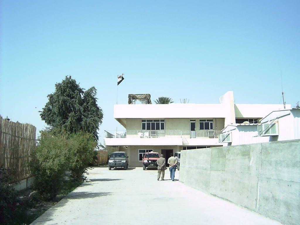 Entrada principal a la CIMIC House por el lado sur