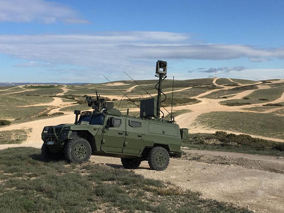 """En primer término, un """"VERT"""" que está realizando un tema en colaboración con diversos vehículos de exploración """"VEC"""" (al fondo)"""