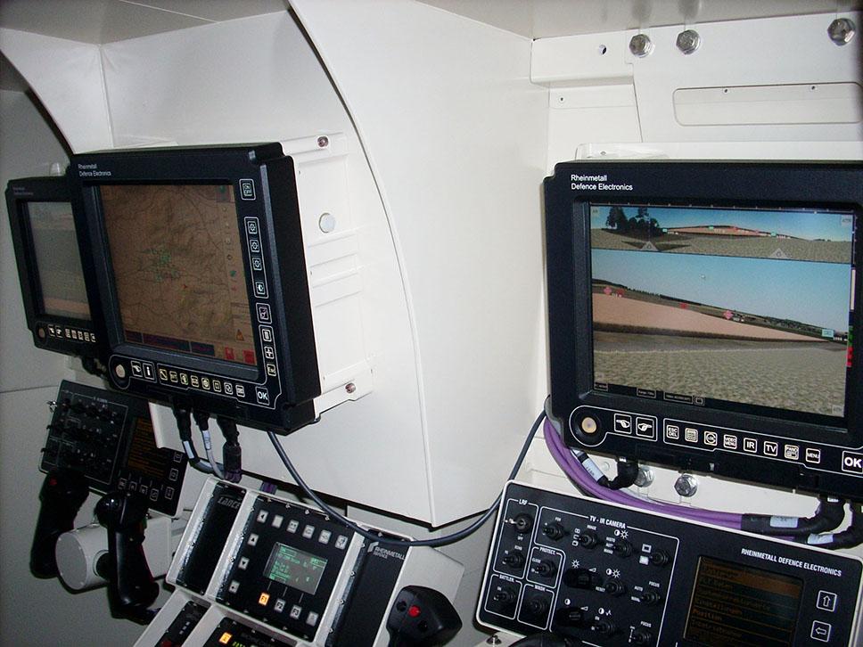"""Interior del simulador de la torre modular alemana """"Lance"""""""