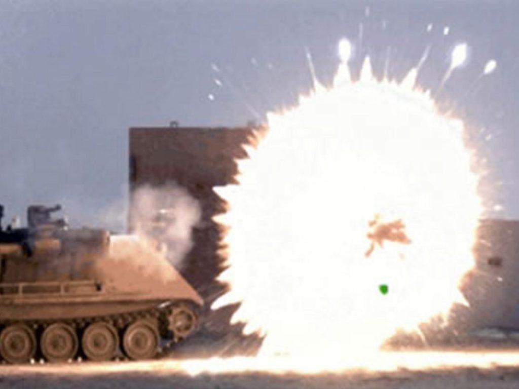 """Efecto de una granada de fragmentación del sistema """"Iron Fist"""""""
