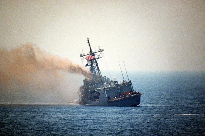 USS Stark. A diferencia de las unidades de gran porte, las corbetas y lanchas rápidas que conforman las Flotas Mosquitos carecen de una resistencia estructural adecuada