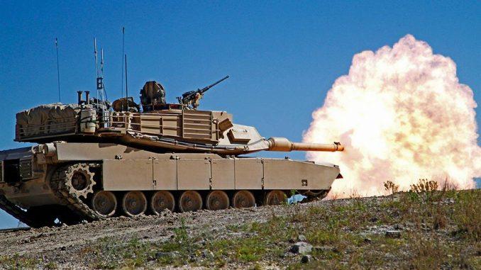 El armamento principal de todo carro de combate se basa un potente cañón diseñado expresamente para hacer fuego con puntería directa sobre el blanco.