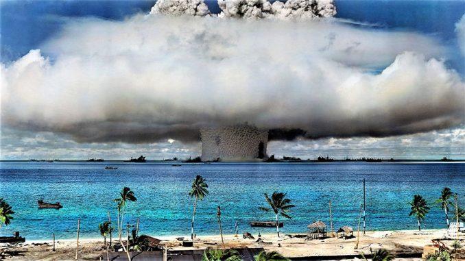 Prueba nuclear estadounidense en el atolón Bikini