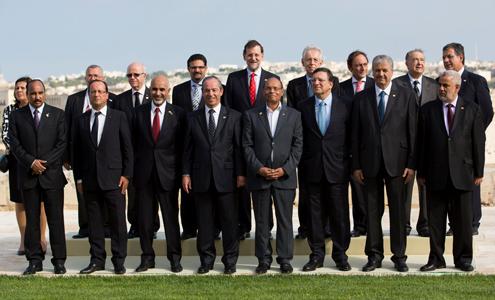 Foto de familia de la última cumbre de Diálogo 5+5, celebrada en octubre en Malta.